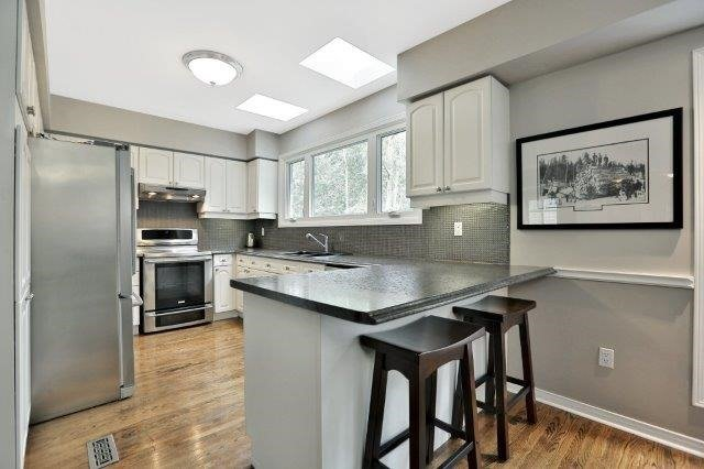 Detached at 73 Waterford Cres, Hamilton, Ontario. Image 8