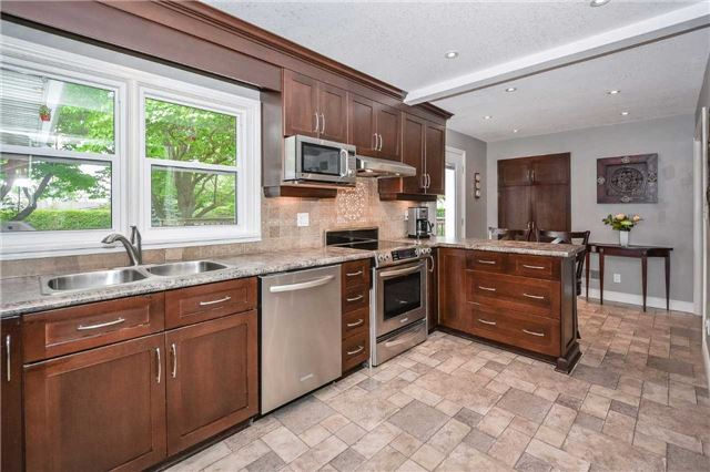 Detached at 1170 Gordon St, Guelph, Ontario. Image 8
