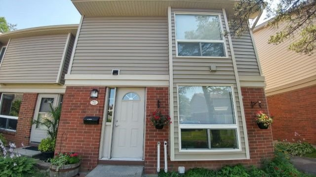 Condo Townhouse at 820 Cahill Dr W, Unit 71, Ottawa, Ontario. Image 1