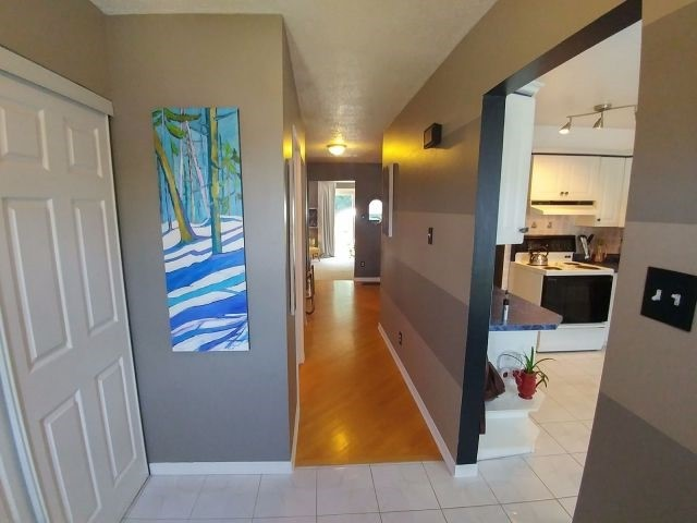Condo Townhouse at 820 Cahill Dr W, Unit 71, Ottawa, Ontario. Image 2