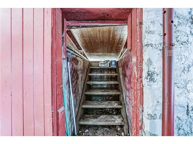 Detached at 112 Ray St N, Hamilton, Ontario. Image 7