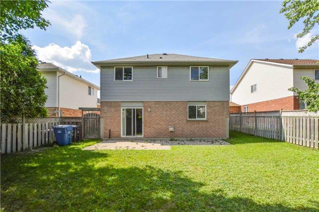 Detached at 8 Hayward Cres, Guelph, Ontario. Image 10