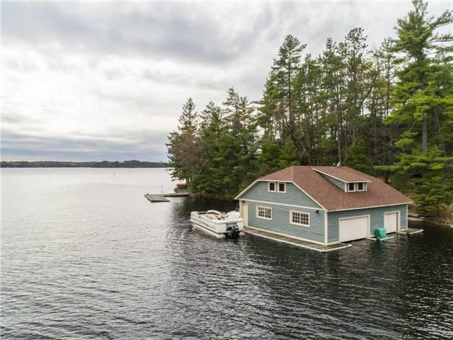 Cottage at 24 Keewaydin Island, Muskoka Lakes, Ontario. Image 12