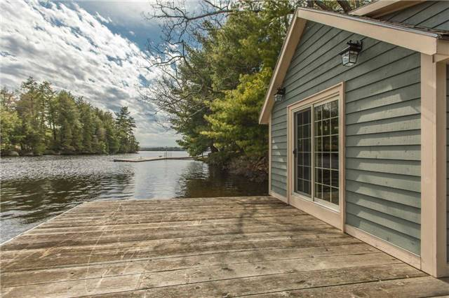 Cottage at 24 Keewaydin Island, Muskoka Lakes, Ontario. Image 14