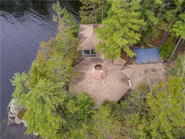 Cottage at 24 Keewaydin Island, Muskoka Lakes, Ontario. Image 15