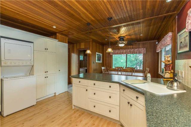 Cottage at 24 Keewaydin Island, Muskoka Lakes, Ontario. Image 3