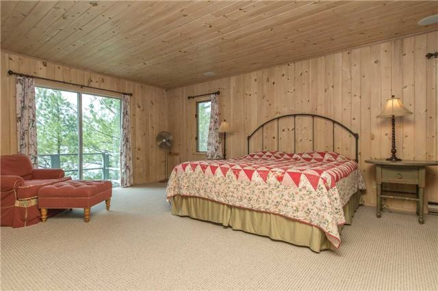 Cottage at 24 Keewaydin Island, Muskoka Lakes, Ontario. Image 4