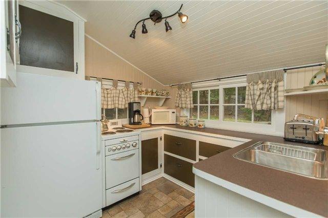 Cottage at 24 Keewaydin Island, Muskoka Lakes, Ontario. Image 10