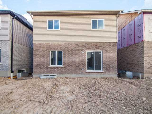 Detached at 272 Buttonbush St, Waterloo, Ontario. Image 13