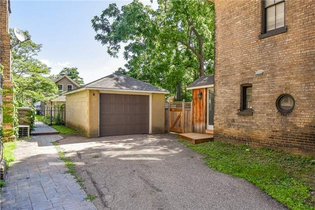 Detached at 135 Brant  Ave, Brantford, Ontario. Image 10