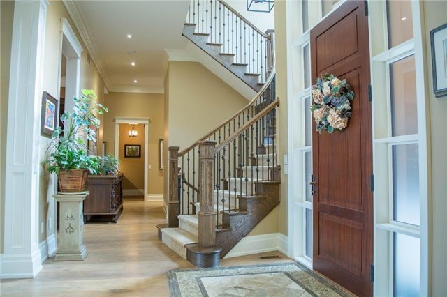 Detached at 70 Dalhousie Ave, St. Catharines, Ontario. Image 12