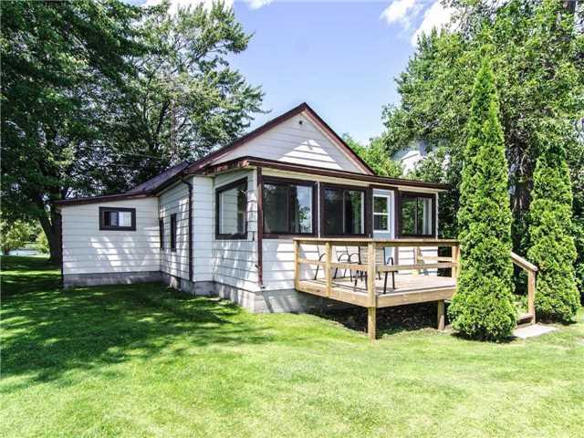 Detached at 89 Manor Rd, Kawartha Lakes, Ontario. Image 7