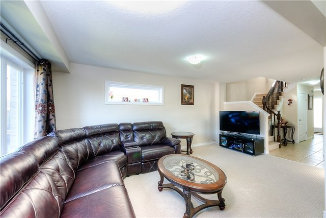 Semi-detached at 71 Curzon Cres, Guelph, Ontario. Image 16