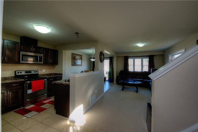 Semi-detached at 71 Curzon Cres, Guelph, Ontario. Image 2