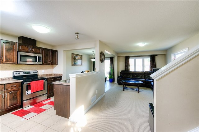 Semi-detached at 71 Curzon Cres, Guelph, Ontario. Image 4