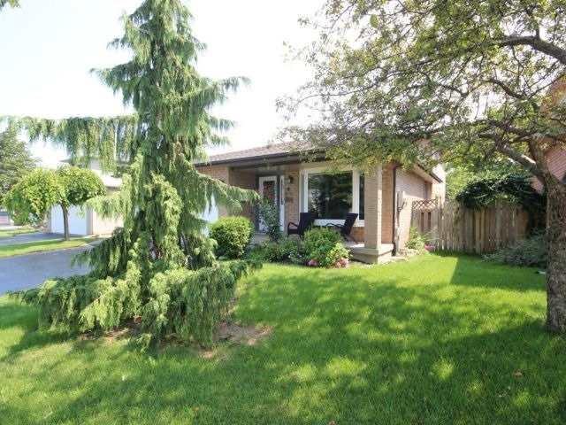 Detached at 4583 Cedarbrook Lane, Lincoln, Ontario. Image 10
