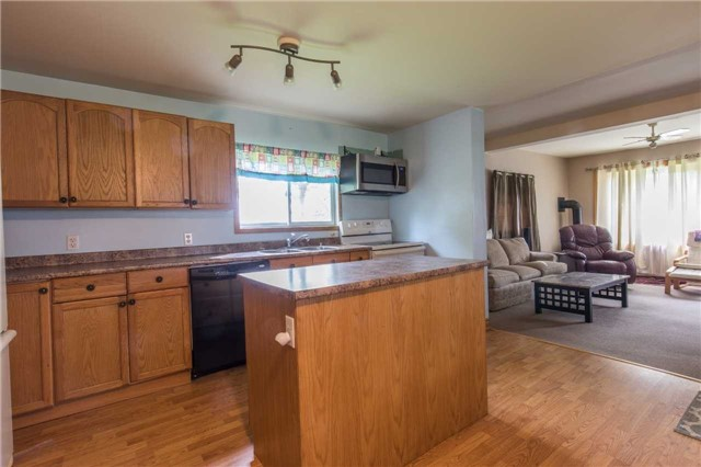 Detached at 402415 Concession 10-11 Sdrd, East Luther Grand Valley, Ontario. Image 15