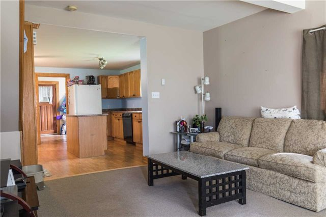 Detached at 402415 Concession 10-11 Sdrd, East Luther Grand Valley, Ontario. Image 4