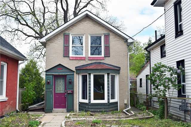 Detached at 35 1/2 Brock St, Brantford, Ontario. Image 1