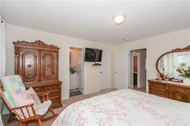 Townhouse at 823 Cook Cres, Shelburne, Ontario. Image 3
