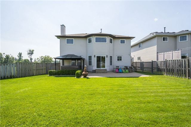 Detached at 874 Battell St, Cobourg, Ontario. Image 12