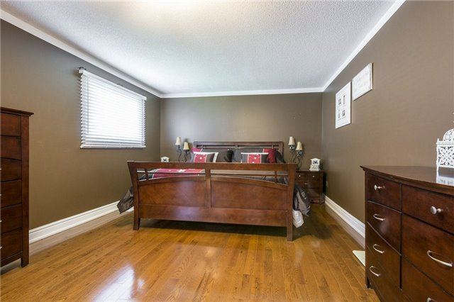 Detached at 874 Battell St, Cobourg, Ontario. Image 3