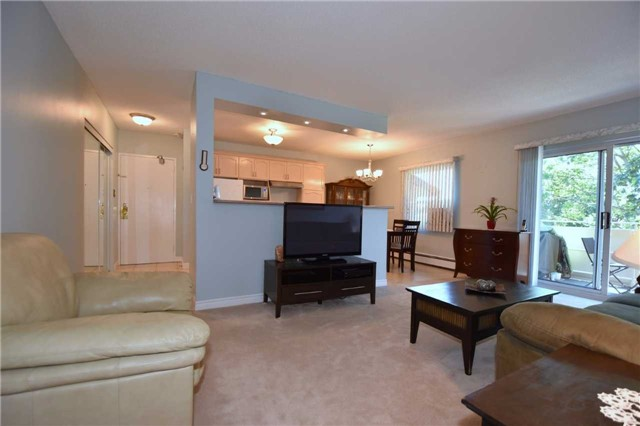 Condo Apartment at 612 Grey St, Unit #20, Brantford, Ontario. Image 2