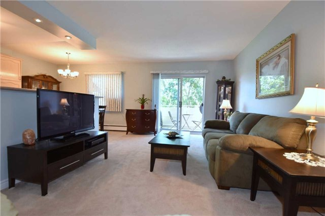 Condo Apartment at 612 Grey St, Unit #20, Brantford, Ontario. Image 3