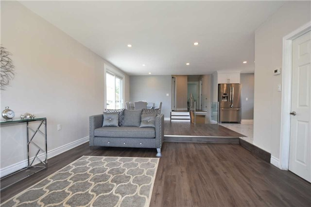 Detached at 334 Templemead Dr, Hamilton, Ontario. Image 20