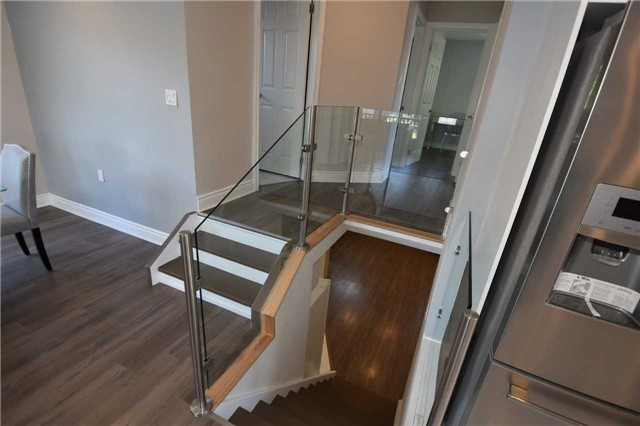 Detached at 334 Templemead Dr, Hamilton, Ontario. Image 2
