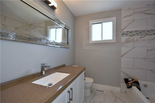 Detached at 334 Templemead Dr, Hamilton, Ontario. Image 6