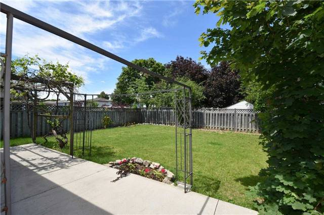 Detached at 334 Templemead Dr, Hamilton, Ontario. Image 13
