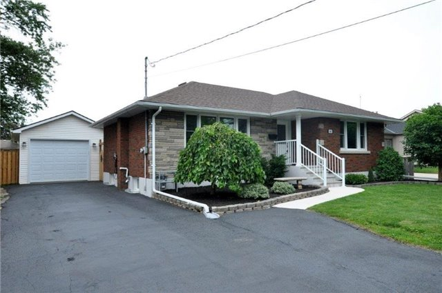 Detached at 644 Vine St, St. Catharines, Ontario. Image 1