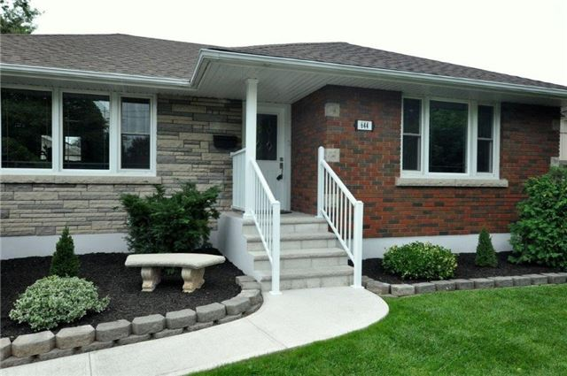 Detached at 644 Vine St, St. Catharines, Ontario. Image 12