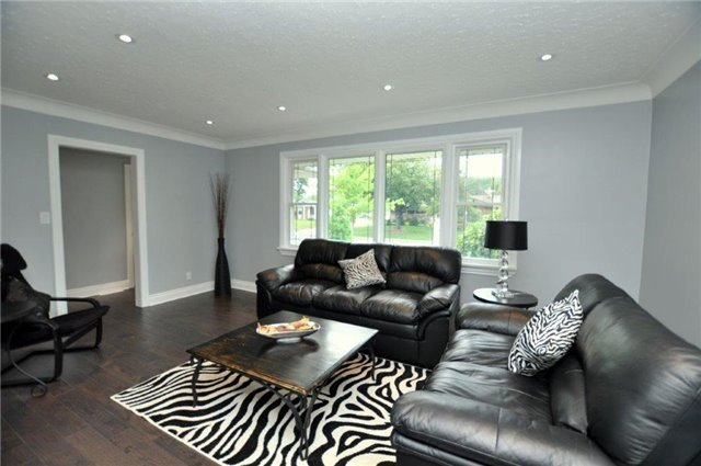 Detached at 644 Vine St, St. Catharines, Ontario. Image 14