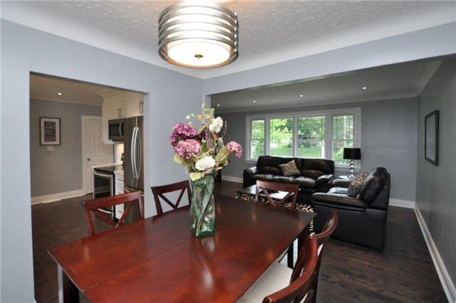 Detached at 644 Vine St, St. Catharines, Ontario. Image 18