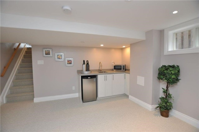 Detached at 644 Vine St, St. Catharines, Ontario. Image 4