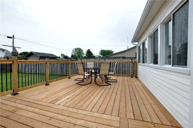 Detached at 644 Vine St, St. Catharines, Ontario. Image 10