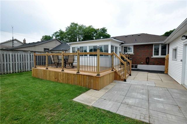 Detached at 644 Vine St, St. Catharines, Ontario. Image 13