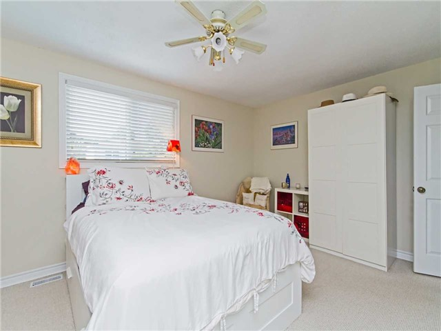 Link at 104 Sandra Cres, Grimsby, Ontario. Image 3