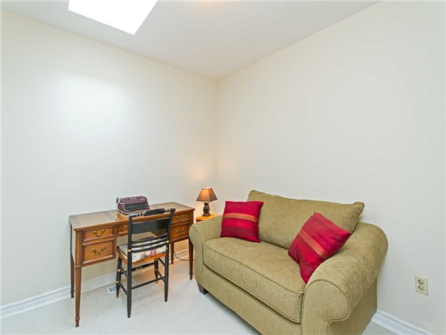Link at 104 Sandra Cres, Grimsby, Ontario. Image 5