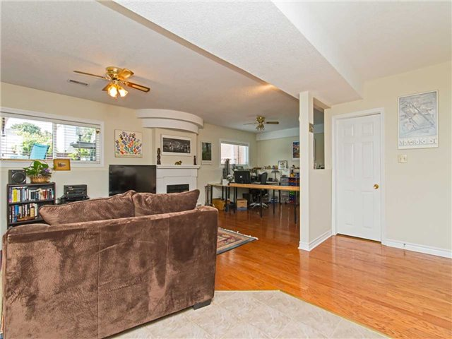 Link at 104 Sandra Cres, Grimsby, Ontario. Image 7