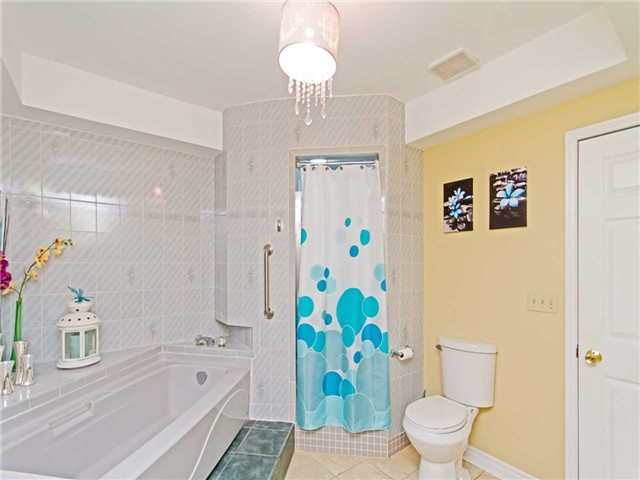 Link at 104 Sandra Cres, Grimsby, Ontario. Image 10