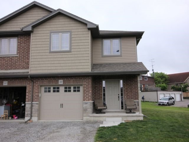 Semi-detached at 100 Macneil Crt, Haldimand, Ontario. Image 1