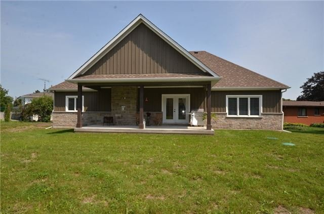 Detached at 18 Waterford Dr, Erin, Ontario. Image 8