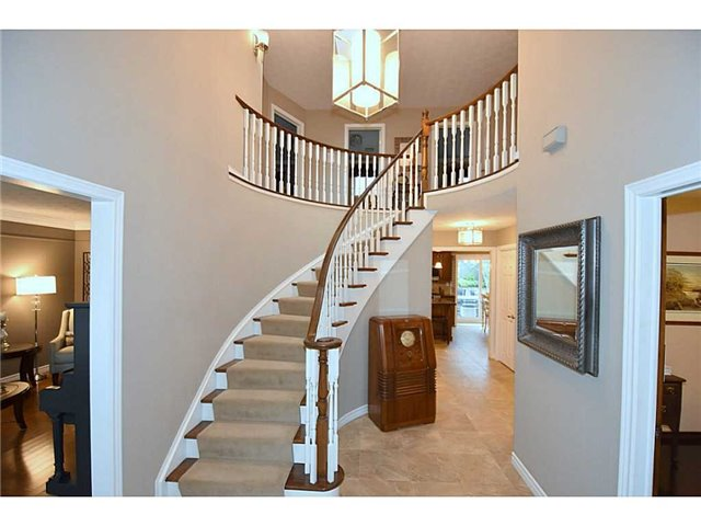 Detached at 16 Nellida Cres, Hamilton, Ontario. Image 14