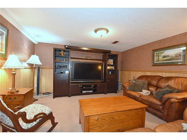 Detached at 16 Nellida Cres, Hamilton, Ontario. Image 8