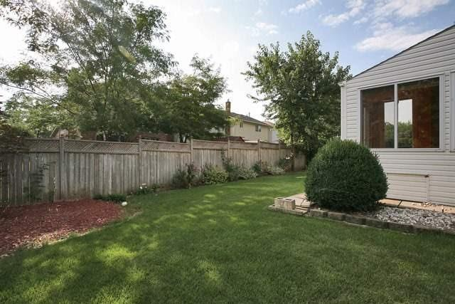 Detached at 20 Book Rd, Grimsby, Ontario. Image 11