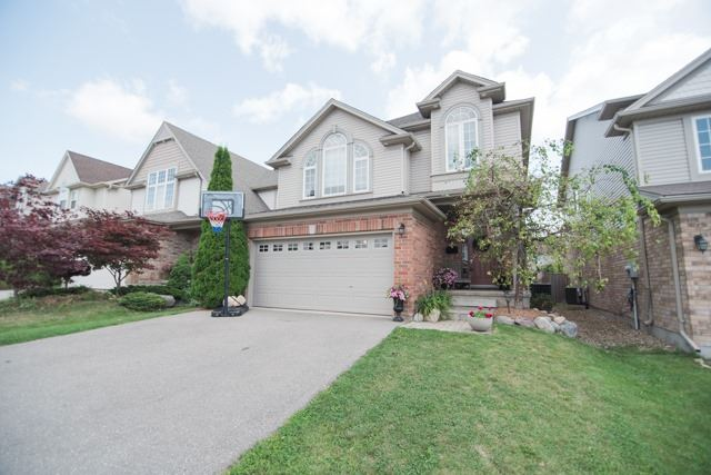 Detached at 14 Pebblecreek Dr, Kitchener, Ontario. Image 1