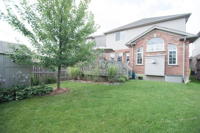Detached at 14 Pebblecreek Dr, Kitchener, Ontario. Image 7